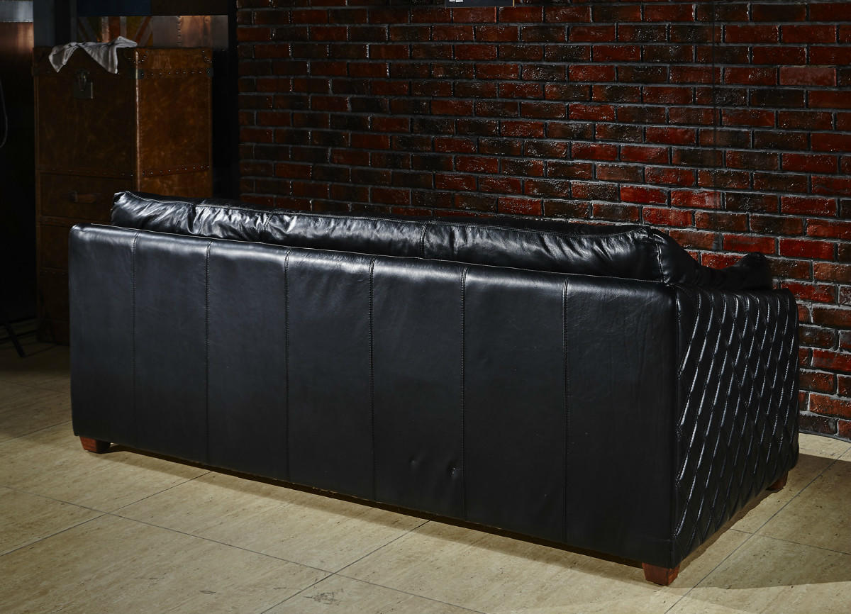 Compact Comforatble Pure Top Grain Black Leather Sofa With Diamond Quilted Sides